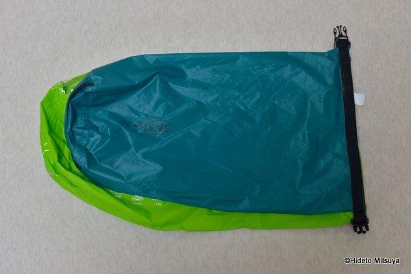 旅行用洗濯袋 Scrubba Washbag スクラバ ウォッシュバッグ 10Lのドライバッグと大きさ比較