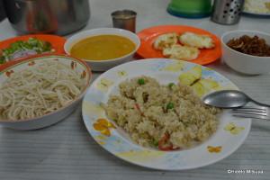 ビルマ寺の朝食