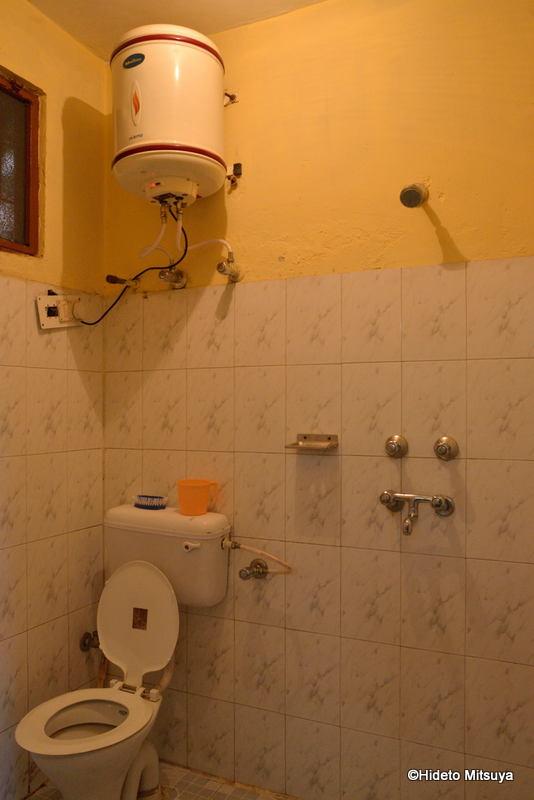 マクロードガンジのビクトリアハウス室内の様子(シャワールーム)