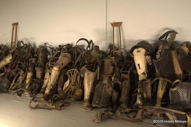 アウシュヴィッツ強制収容所被収容者から没収した義足