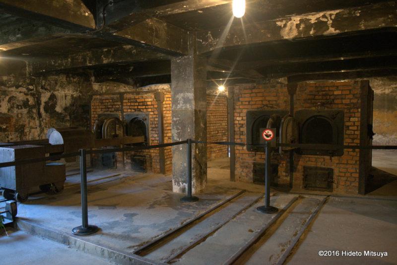 復元されたアウシュヴィッツ強制収容所ガス室の焼却炉