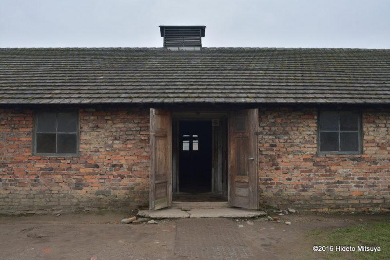 ビルケナウ第二強制収容所被収容者のバラック入り口