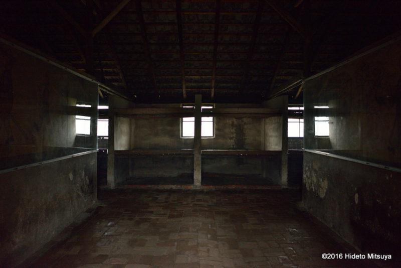 ビルケナウ第二強制収容所被収容者のバラック内の様子