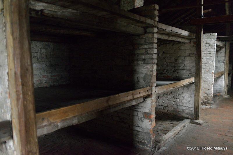 ビルケナウ第二強制収容所被収容者バラックのベッド