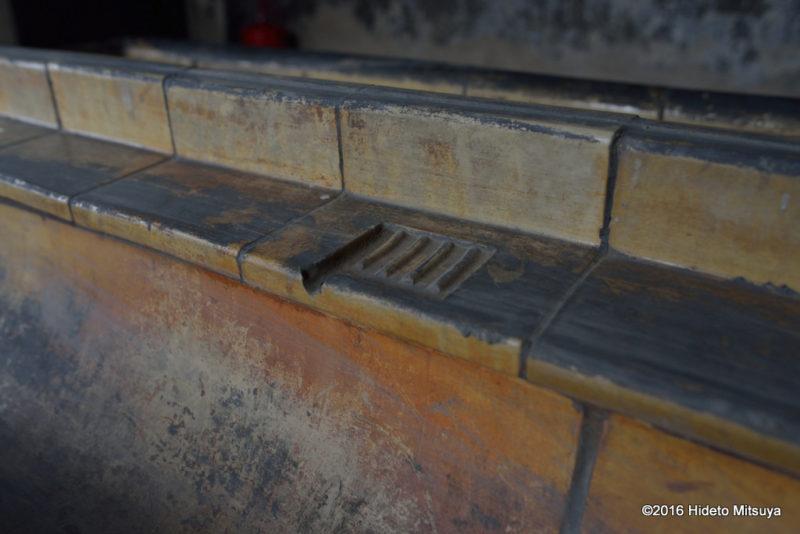 ビルケナウ第二強制収容所被収容者のバラック内の手洗い場石鹸置き場