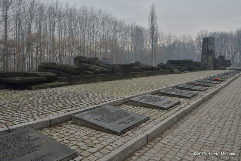 ビルケナウ第二強制収容所にある慰霊碑