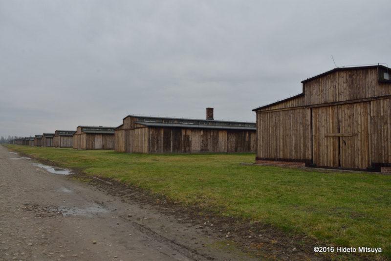 ビルケナウ第二強制収容所内の木製のバラック