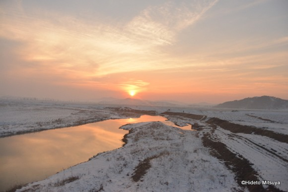 北朝鮮の鉄道から見る夕陽