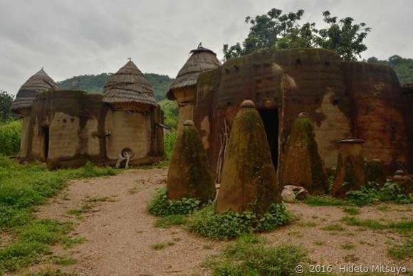 クタマクの伝統住居タキエンタ