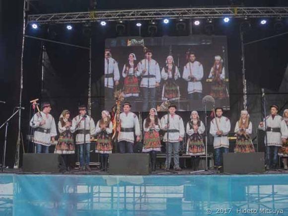 民謡やクリスマスソングの演奏