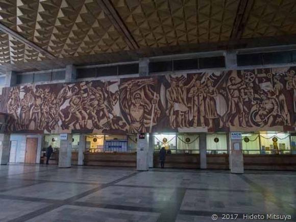 チョープ駅の壁画全体像1