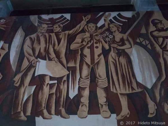 チョープ駅の壁画「科学者」