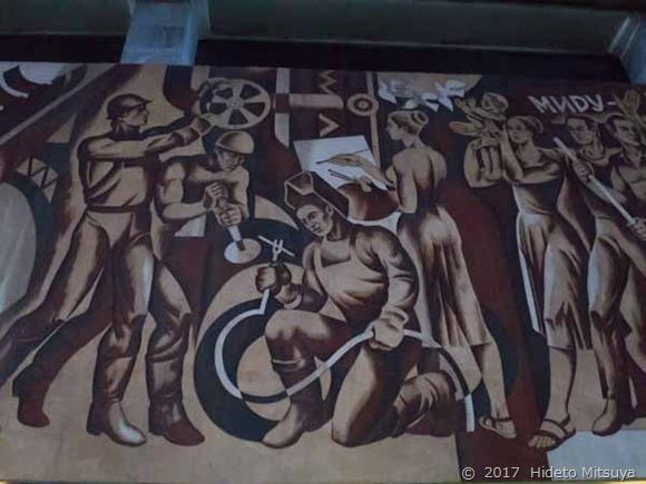 チョープ駅の壁画「労働者」