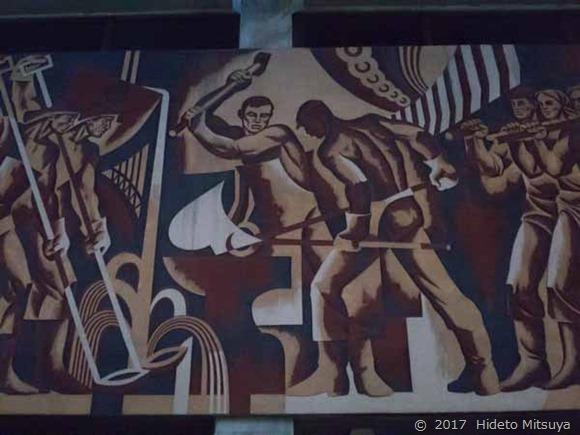 チョープ駅の壁画「労働者2」