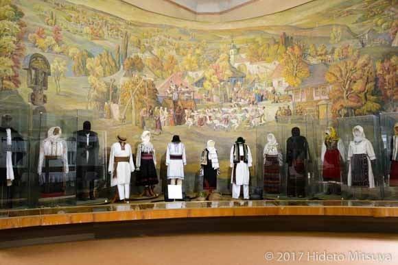 民族衣装の展示