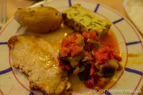 サンジャン・ピエ・ド・ポーで泊ったアルベルゲの夕食