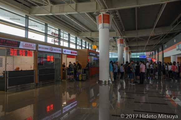 トビリシ空港到着ロビー