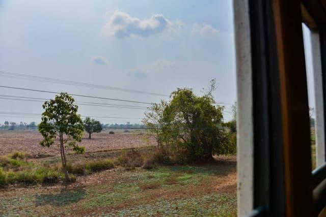 アランヤプラテートからの車窓