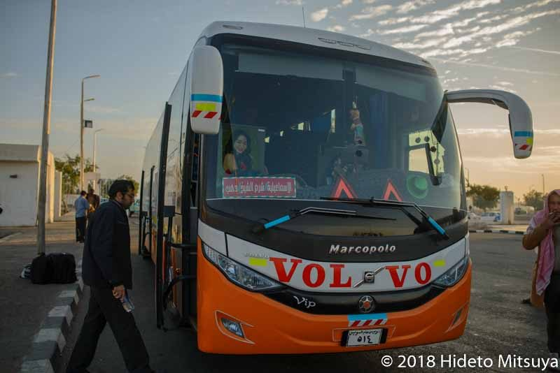 ダハブへ向かうイーストデルタのバス