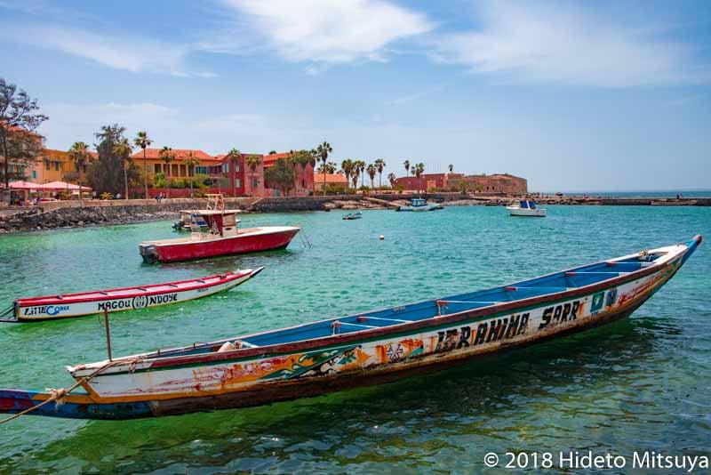 ゴレ島の港と海と舟
