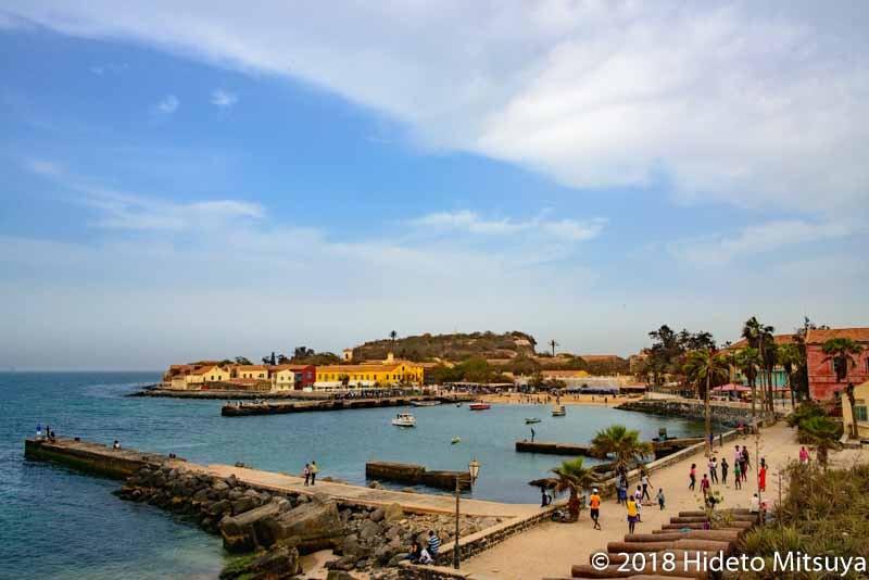 ゴレ島の砦から見下ろすゴレの港