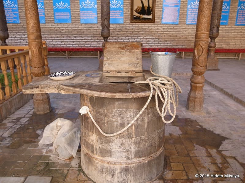 パフラヴァン・マフムド廟にある井戸