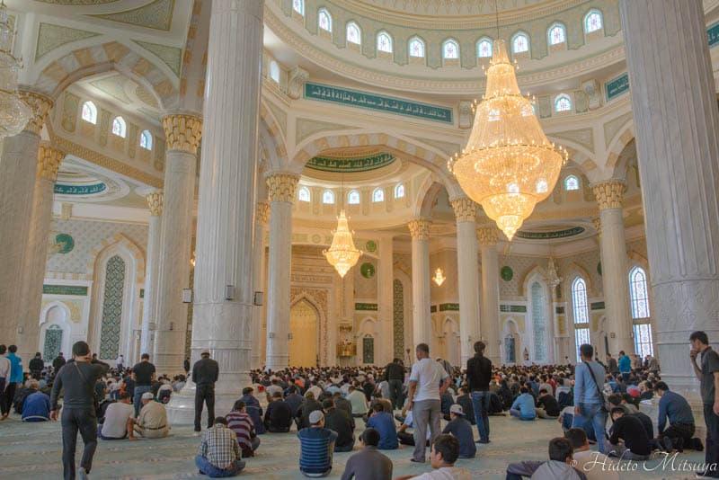 ハズラト・スルタン・モスク内部の様子