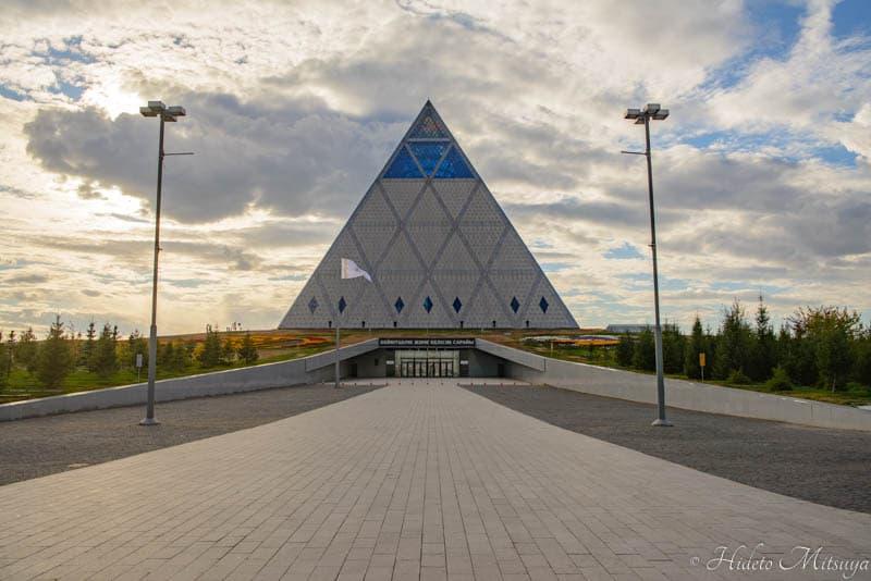 平和と調和の宮殿(ピラミッド)外観