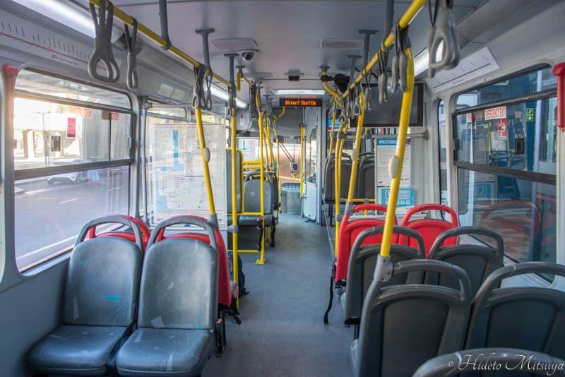 ケープタウン国際空港行きバスの車内