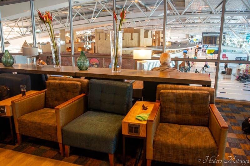 ケープタウン国際空港のBIDVEST PREMIER LOUNGEソファ席の様子