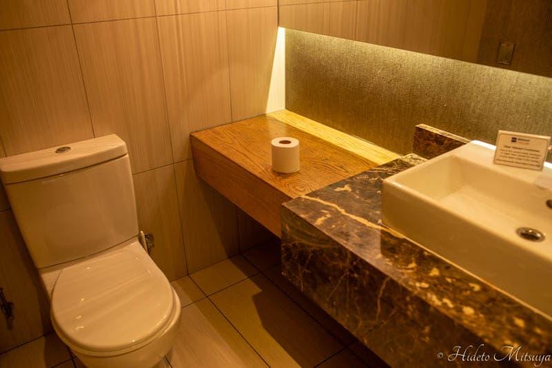 ケープタウン国際空港のBIDVEST PREMIER LOUNGEのトイレ