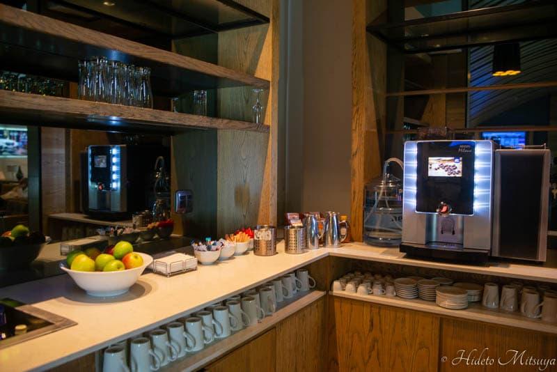 ケープタウン国際空港のBIDVEST PREMIER LOUNGEのカフェスペース
