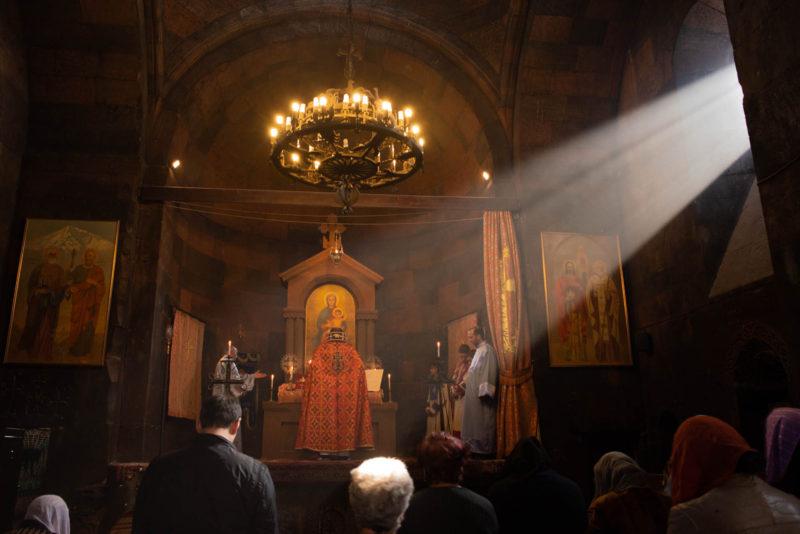 ホルヴィラップ修道院のミサの様子