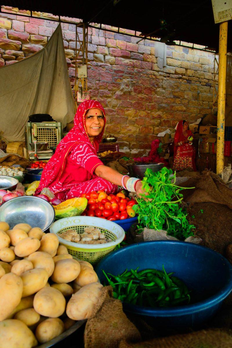 ジャイサルメールの市場の女性