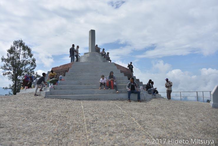 クリムトゥ山山頂の石碑