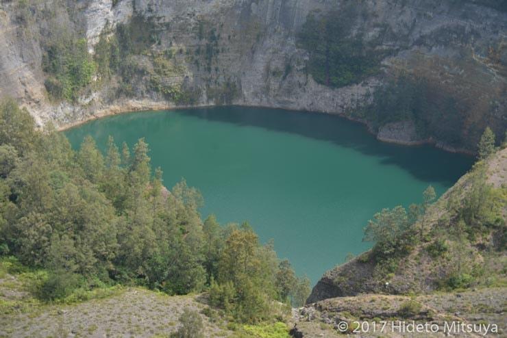 クリムトゥ山第三の火口湖