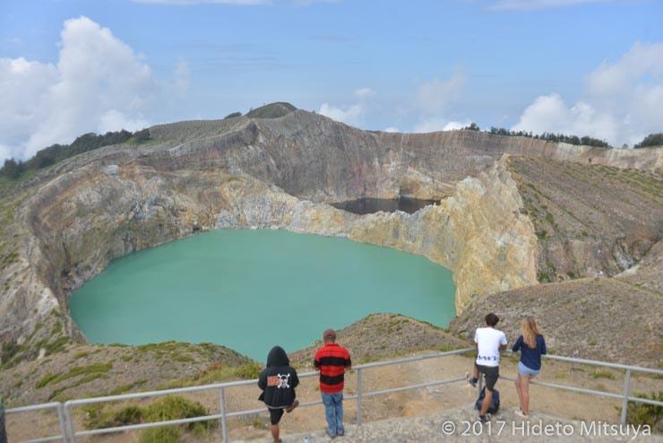 クリムトゥ山第1、第2の火口湖