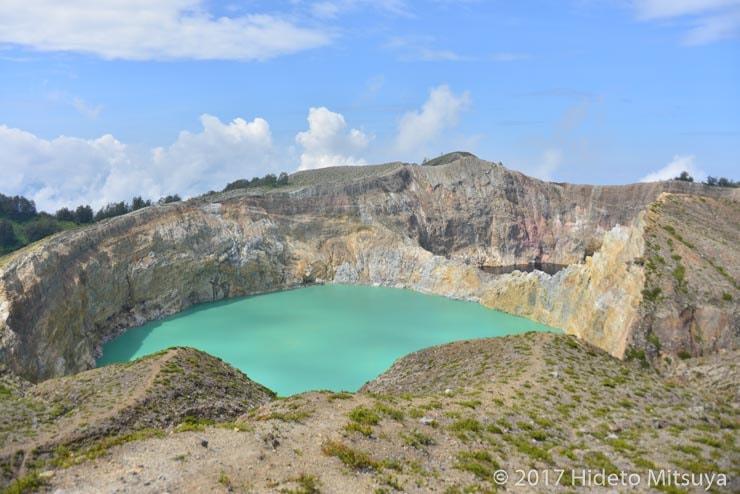 クリムトゥ山第2の火口湖緑の湖