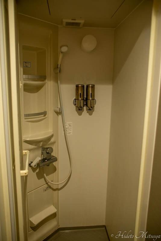 Hostel East57のシャワールーム