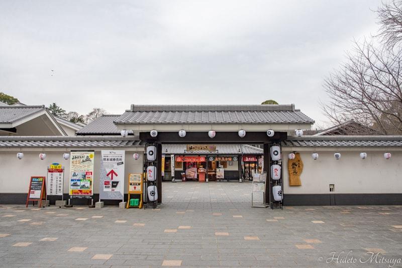 桜の馬場城彩苑入り口