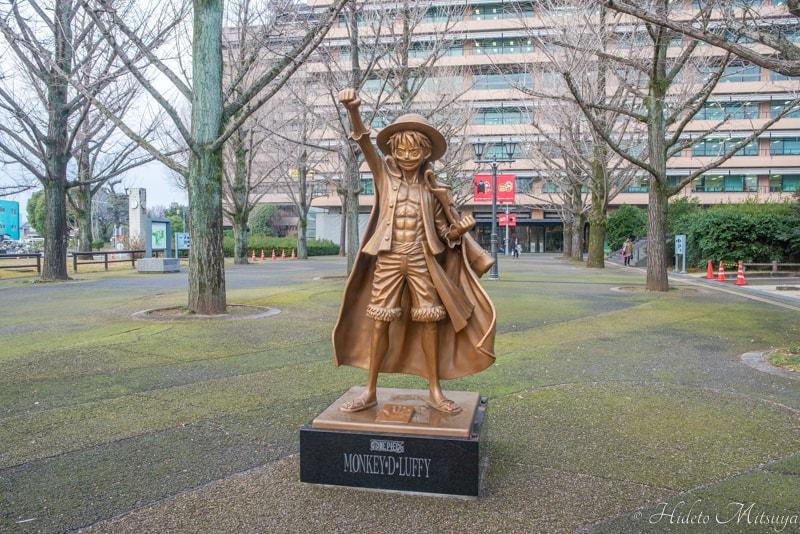 熊本県庁前ルフィ像